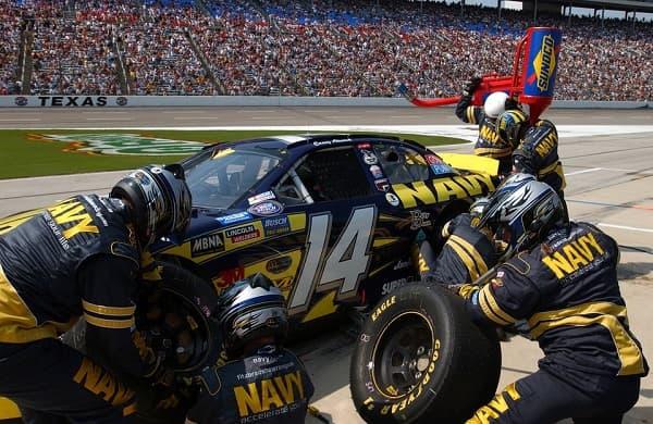 La giusta pressione degli pneumatici è importante nelle gare di velocità